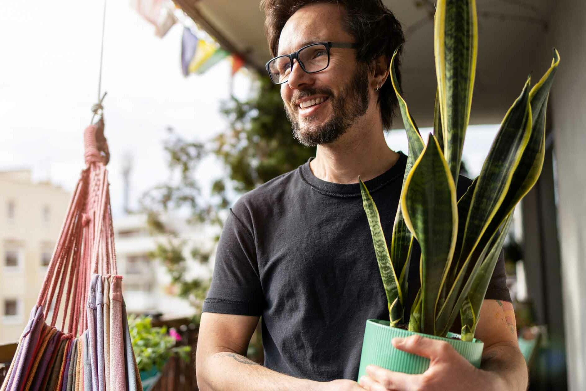 Man Happily Carries Plant Out of Apartment After Leaving an Imbalanced Relationship